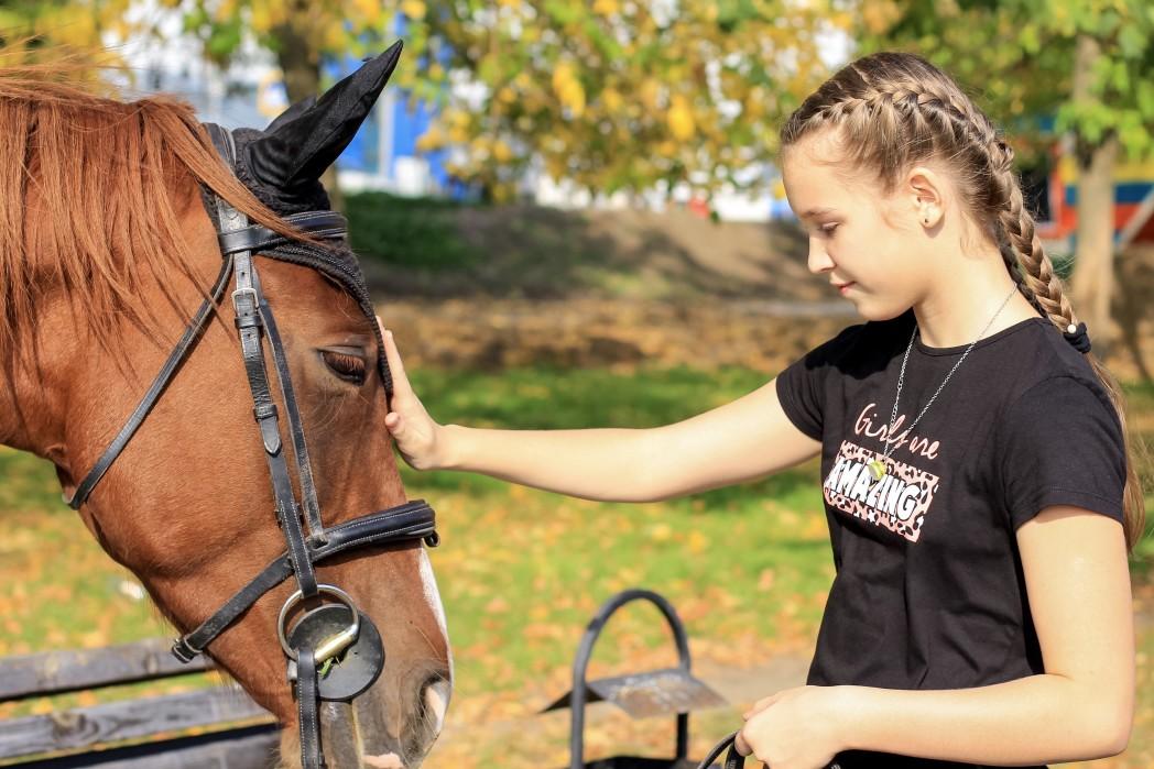 Mädchen im Reiterurlaub
